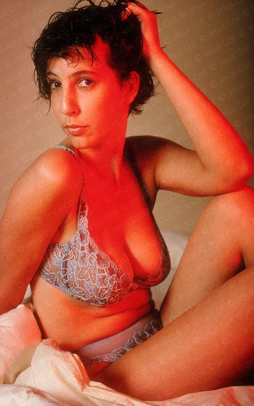 Mujer atractiva con ropa interior. Fotografía de stock en color de Jesus Coll