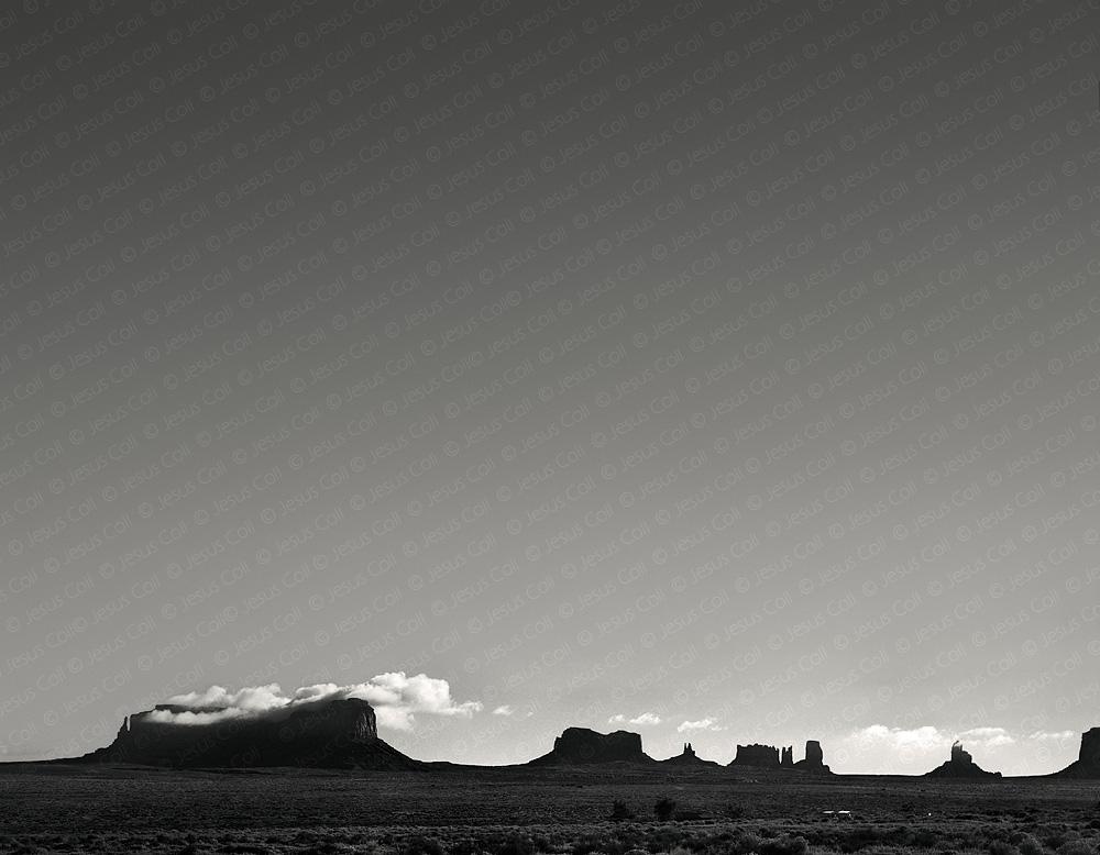 Mittens Early Noon, Utah, USA. Fotografía Fine Art de Paisaje Natural en Blanco y Negro de Jesus Coll