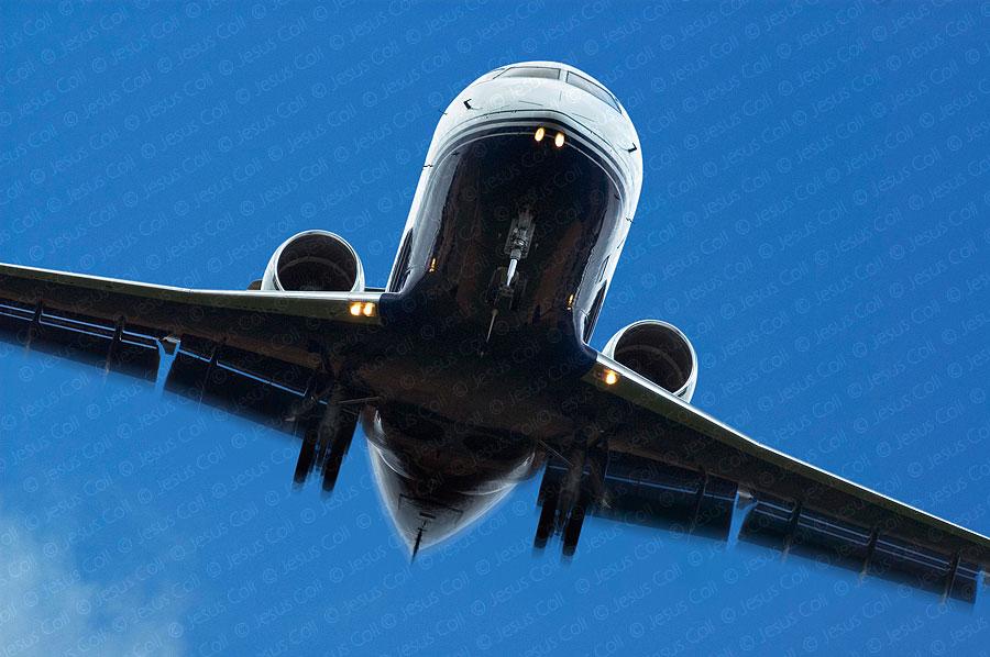 Avión despegando. Fotografía de stock de Jesús Coll.