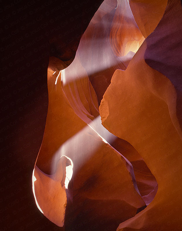 Dust Beam Light, Lower Antelope Canyon, Arizona, USA. Fotografía Fine Art Color de Paisajes Naturales de Jesús Coll