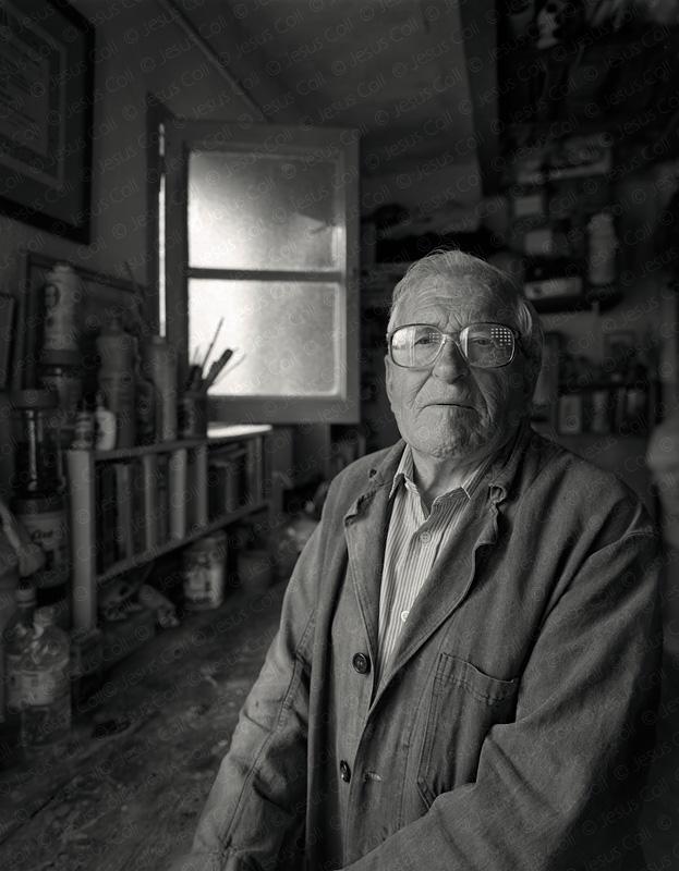 Domingo y su taller. Fotografía de Retrato Fine Art en Blanco y Negro de Jesús Coll