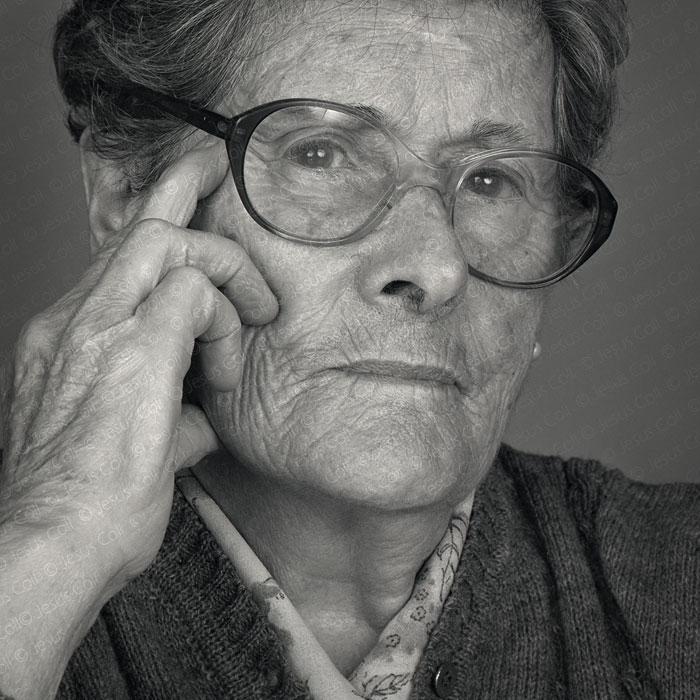 Julia: Retrato Fine Art en Blanco y Negro de Jesús Coll
