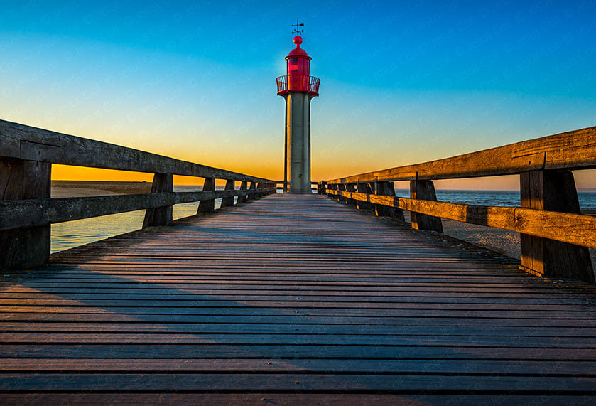 Sunset Lighthouse,Trouville Sur Mer, Normandy, Francia. Fotografía Fine Art color de Jesus Coll