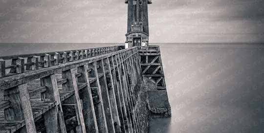 Faro al amanecer, Fécamp, Normandía, Francia Fotografía Fine Art de Paisaje en Blanco y Negro de Jesus Coll