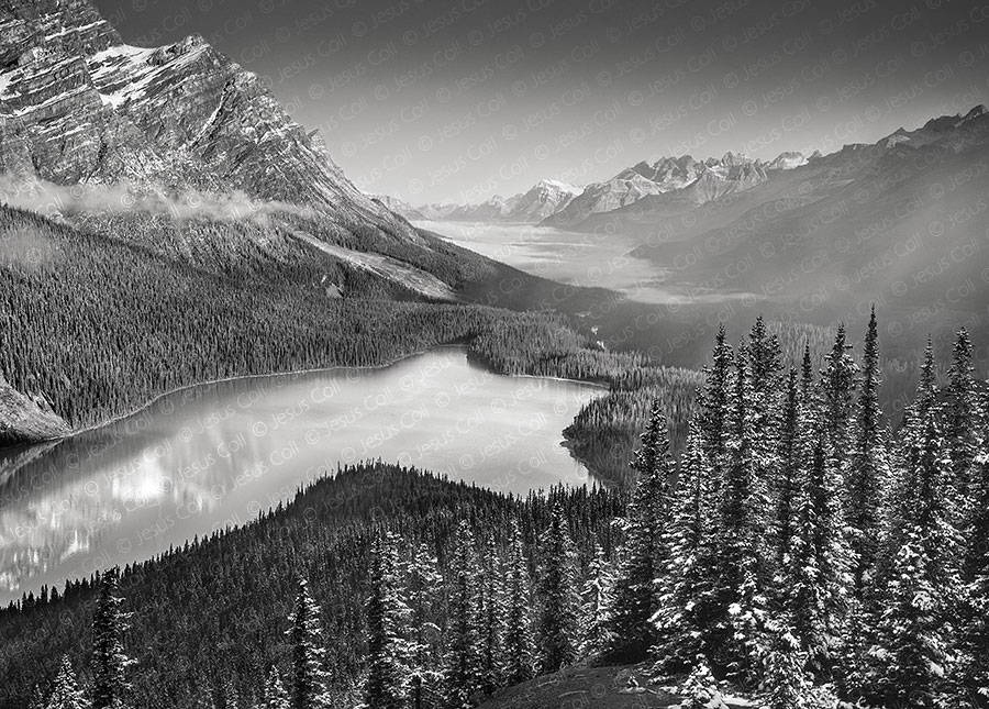 Peyto Lake After Light Snow, Banff, Canada. Fine Art Black and White Landscape Photography de Jesus Coll