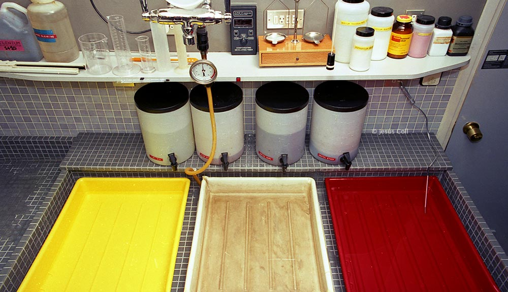 Analog Photographic Darkroom. General view of the wet zone. Trays could be in water bath if needed, especially when developing Ilsfochrome. © Jesus Coll