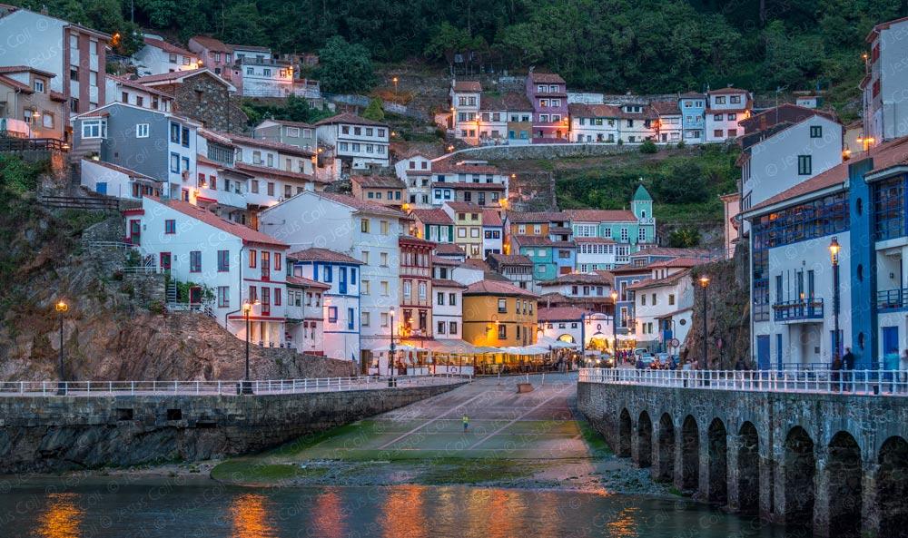 Cudillero, Asturias, España © Jesus Coll. Nikon 70-200mm. f/2.8 ISO 100 f/5.6 1/2 seg. 70mm.