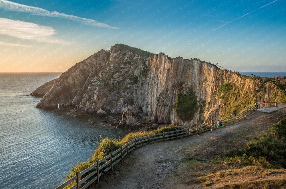 Playa del Silencio, Asturias, España © Jesus Coll. Nikon 28mm f/1.4 ISO 100 f/7.1 1/100 seg.