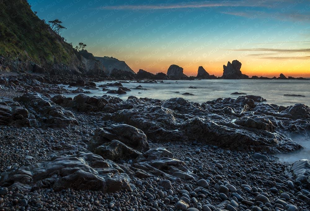 Playa del Silencio, Asturias, España © Jesus Coll. Nikon 28mm f/1.4 ISO 100 f/8 10 seg.