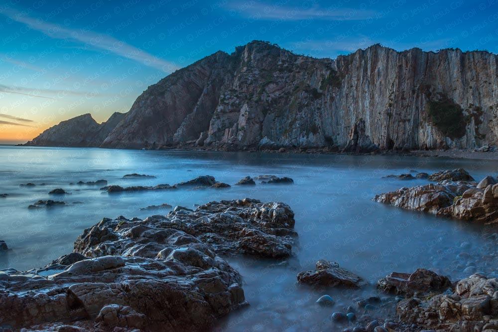 Playa del Silencio, España © Jesus Coll. Nikon 28mm f/1.4 ISO 400 f/825seg.