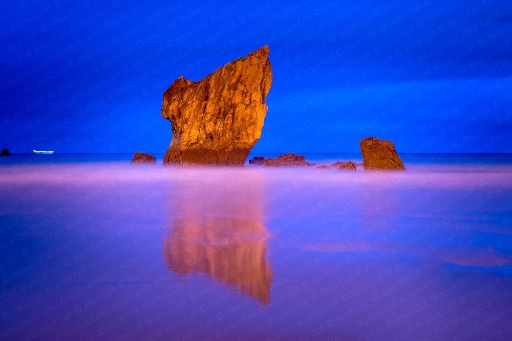 Playa del Aguilar, Asturias, España © Jesus Coll. Nikon 50mm f/1.4 ISO 100 f/5.6 144 seg.