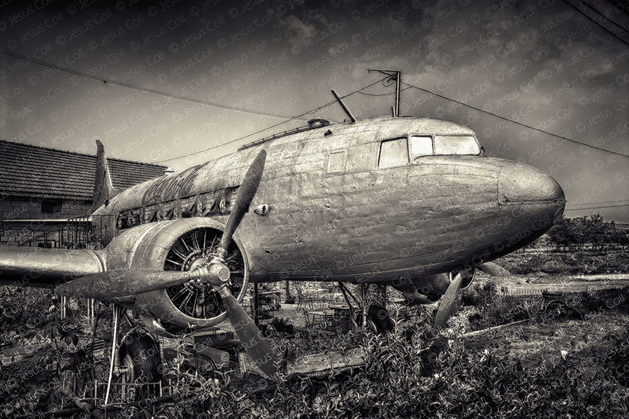A Plane in My Yard, Near Brasov, Romania de Jesús Coll